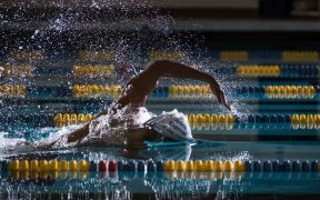 úszó a medencében - teljesítményfokozás