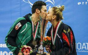 sportló pár csókja