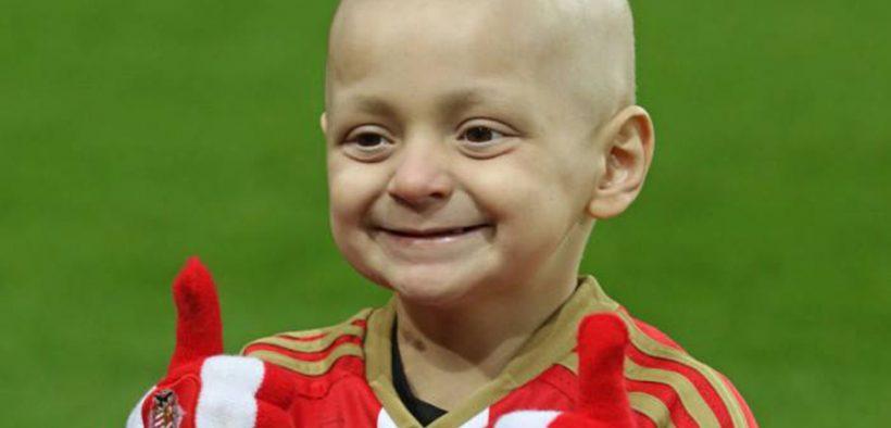rákos beteg kisfiú mosolyog