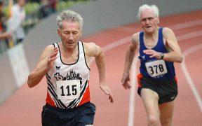 futó idős bácsik