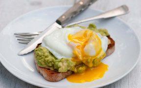 Avokádós, tojásos pirítós - sporttáplálkozás