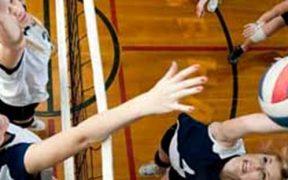 Bokasérülés - röplabdás lányok hálónál - bokarándulás veszélye
