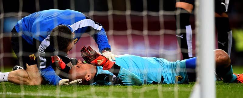 labdarúgó kapus nyaki sérülése